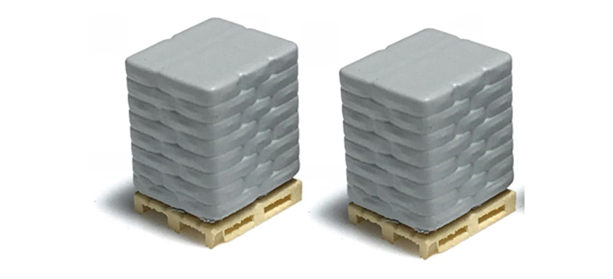 221006 2 pallets with cement sacks, grey