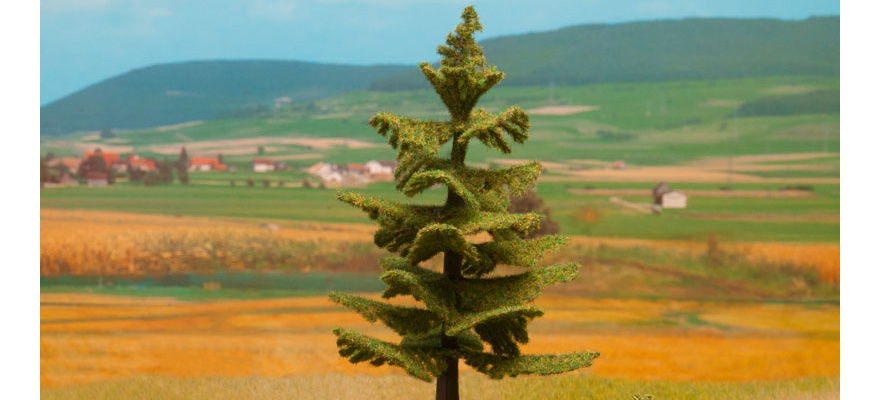 21833 Spruce Tree, 14,5 cm high