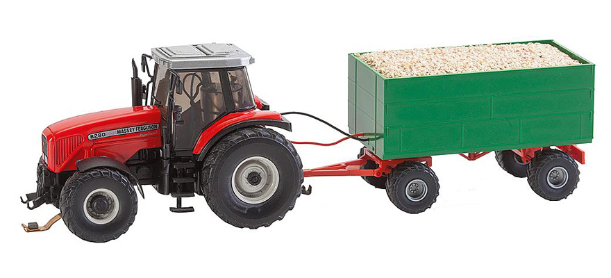 161588 MF Tractor with wood chips trailer