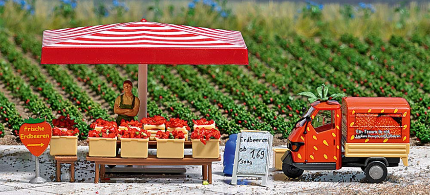 7725 M-scenery: Strawberry sales stand