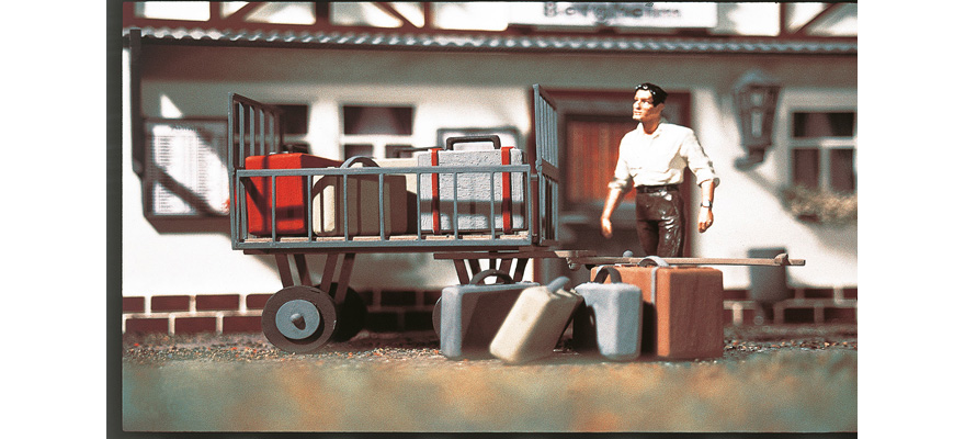 41228 Trolley with baggage