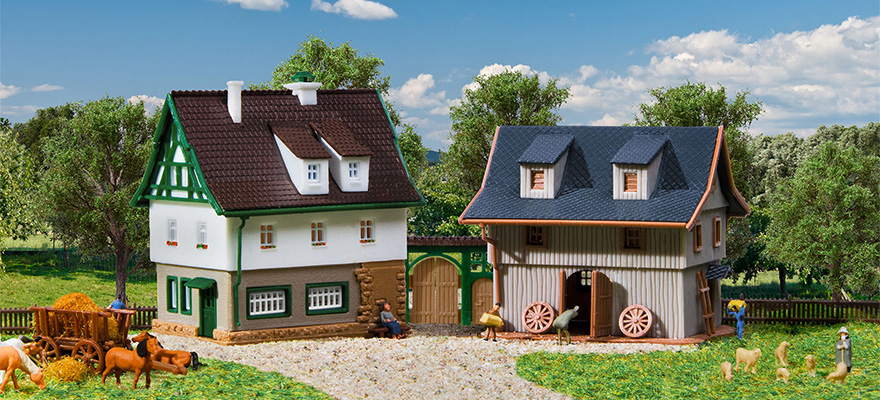 Vollmer 49540 Farm house with barn and yard gate