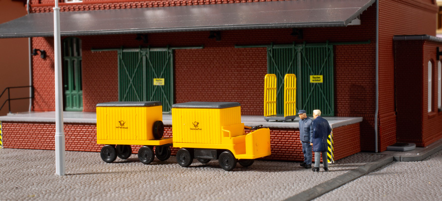 43663 Electric carts with trailers