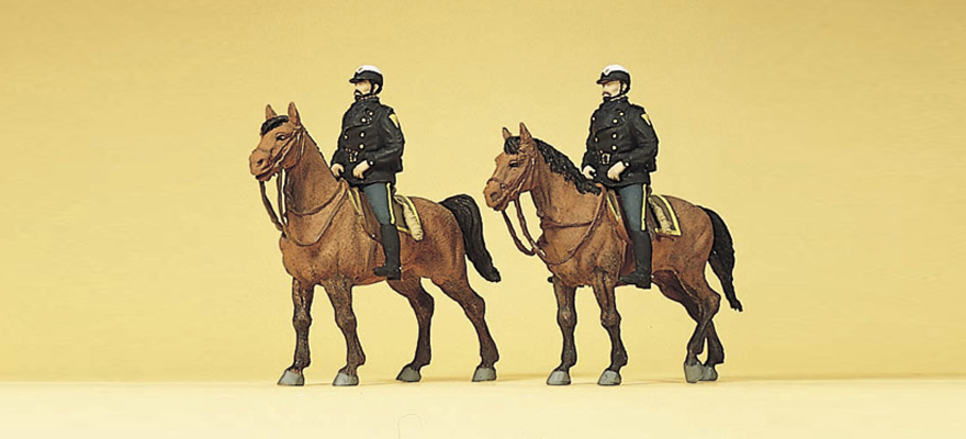 10397 Police on horseback. USA