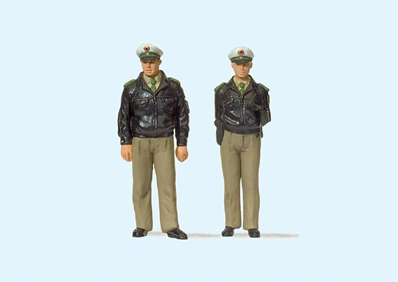 Preiser 44900 Standing police officers. Green uniform. FRG